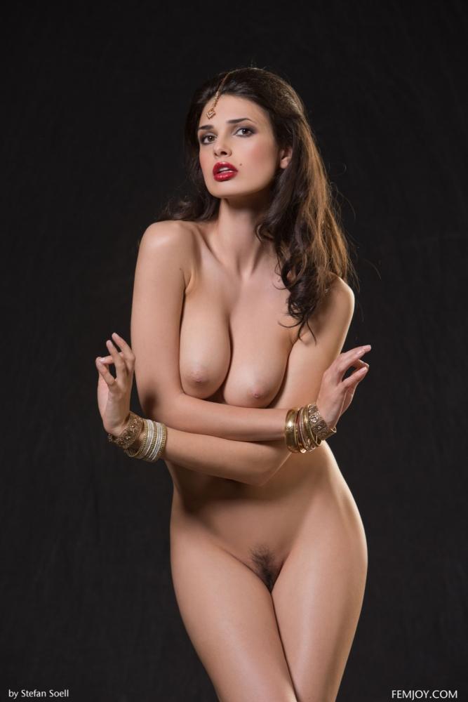 indiski-kim-sharma-foto-erotika