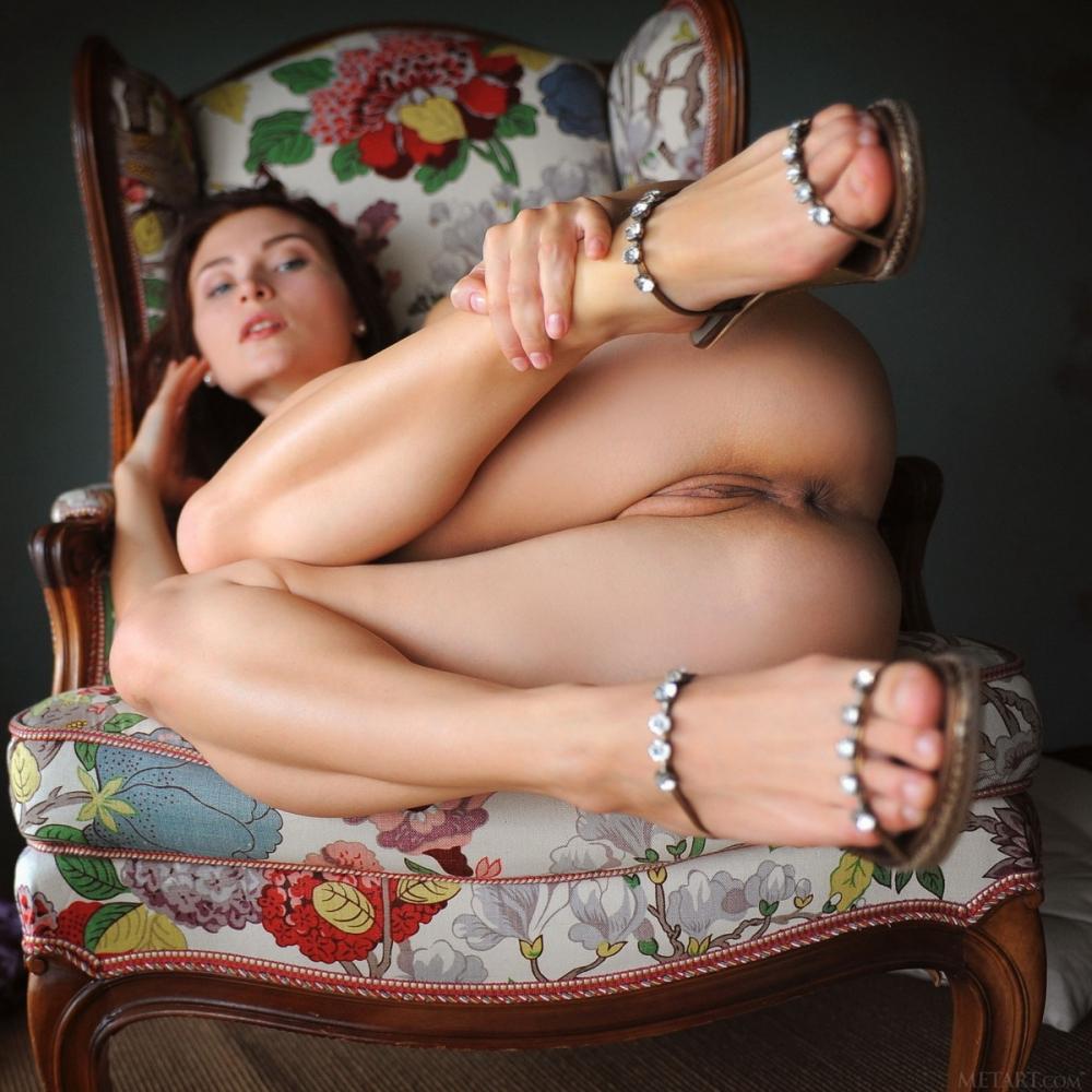 Голые Бабы Задирают Ноги Фото