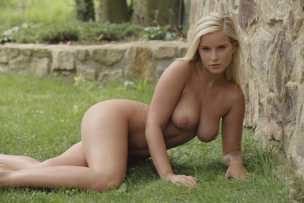 Молодых фото голых девушек